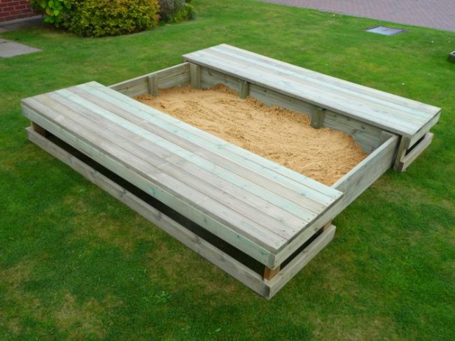 Covered sand table